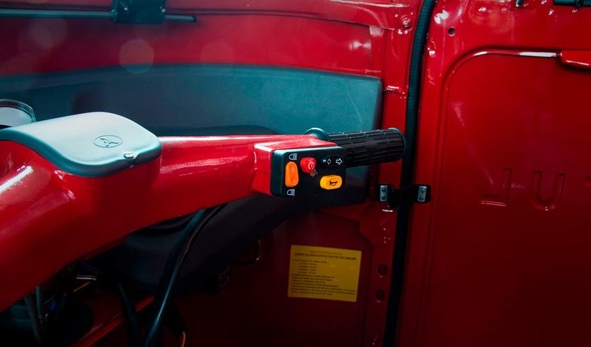 interior de motocarro de carga